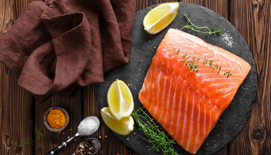 Ricetta salmone marinato e dadolata di pesche