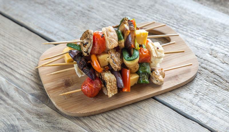 ricette vegetariane gustose da preparare con il barbecue Grilioo: gli spiedini vegetariani